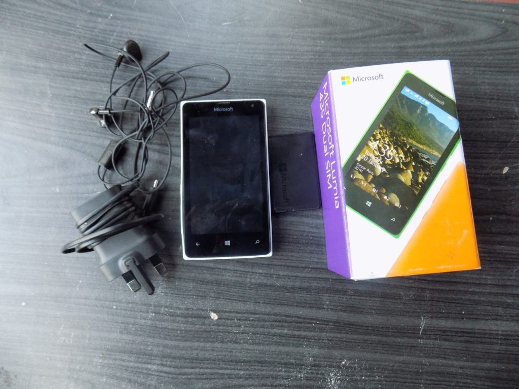 Lumia 435 unpacked