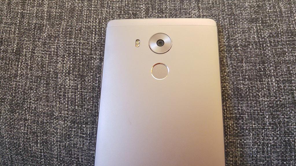 Huawei Mate 8 (image source https://www.flickr.com/photos/andrikoolme/25871063904)