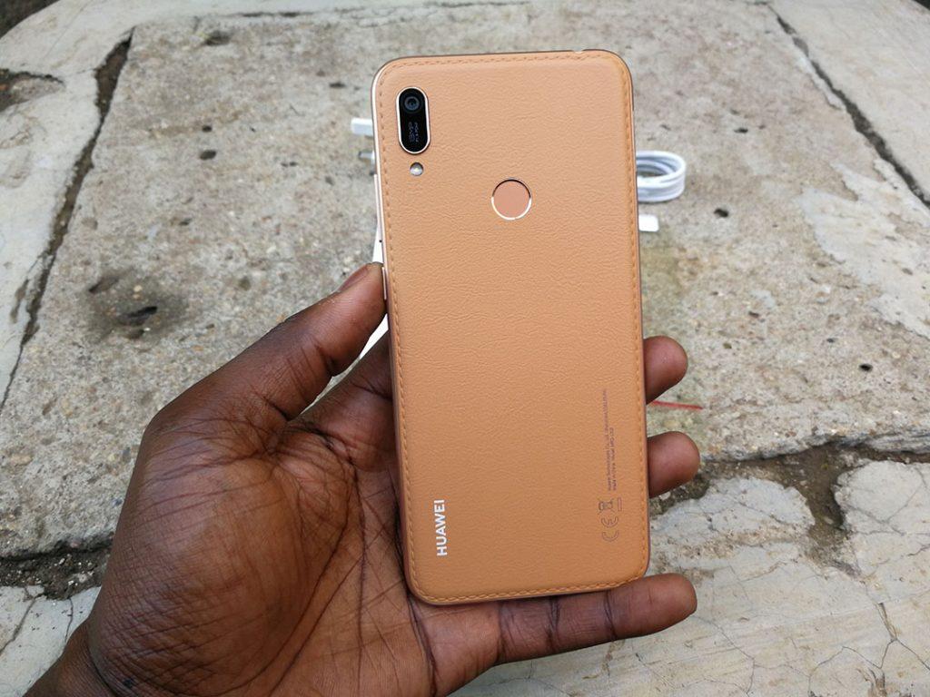 Huawei Y6 prime 2019  design